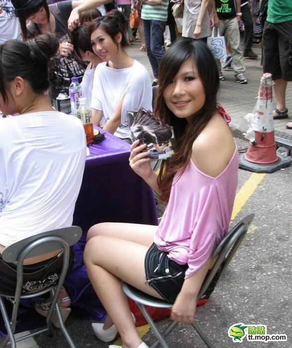 【传图贴图】 重庆街头美女藏于名山论坛